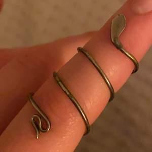 Asball snake-ring i silver, köpt second hand för ca 200kr, säljer för 60kr inkl. frakt 44kr 🐍🐍⚡️⚡️ tar swish