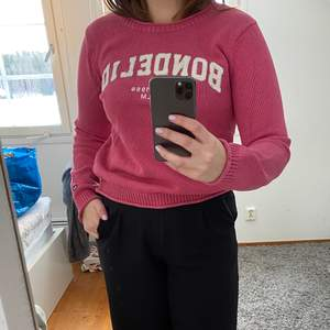 Fin rosa stickad tröja från Bondelid. Köparen står för frakten.