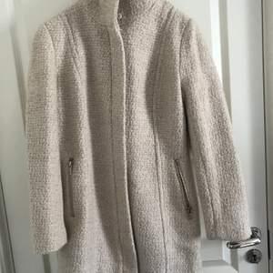 Unused coat, off-white, ullmix