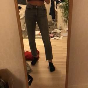 Fina gråa mom jeans ifrån märket only. Använt en gång
