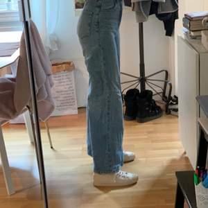 W24 & L30. Älskar jeansen! Tyvärr kommer de inte till användning längre 💙
