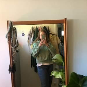 En superfin hoodie från Monki, köpt förra sommaren. Säljer då den börjar bli för kort för mig. FRAKT INRÄKNAT I PRISET