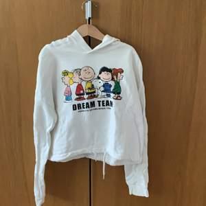 Vit snobben tröja från h&m strl 146/152. Säljs för att den är för liten. Bra skick.