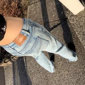 Super fina ljus blåsa lågmidjade jeans , köparen står för frakt