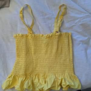 Säljer detta jättesöta gula linnet från Nelly. Använt 1 gång så mycket bra skick, köparen står för frakt, hör av er vid frågor☺️