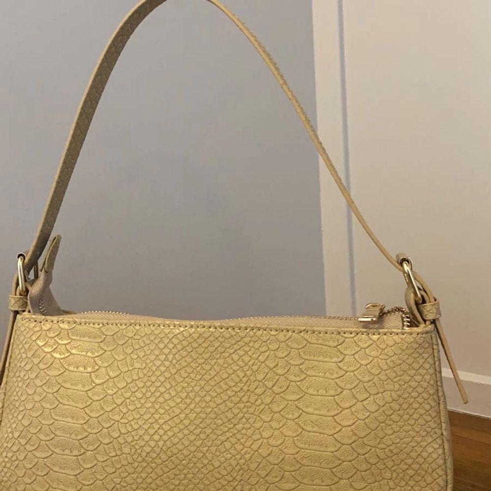 En fin väska från by Bianca. . Väskor.