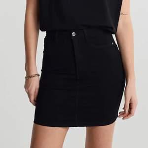 Super snygg enkel jeans kjol som tyvärr inte kommit till användning🤎🤍