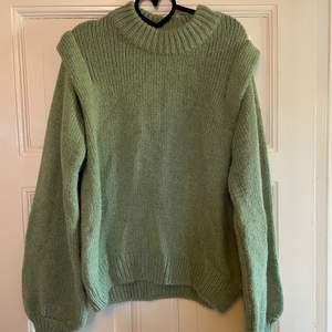Superfin turkos stickad tröja från Gina tricot! Aldrig använd, lapp kvar. Frakt tillkommer