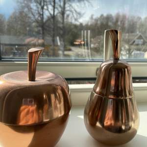 Söta små behållare i roséguld från Åhléns, köpta för 250kr styck. Pris kan diskuteras :)
