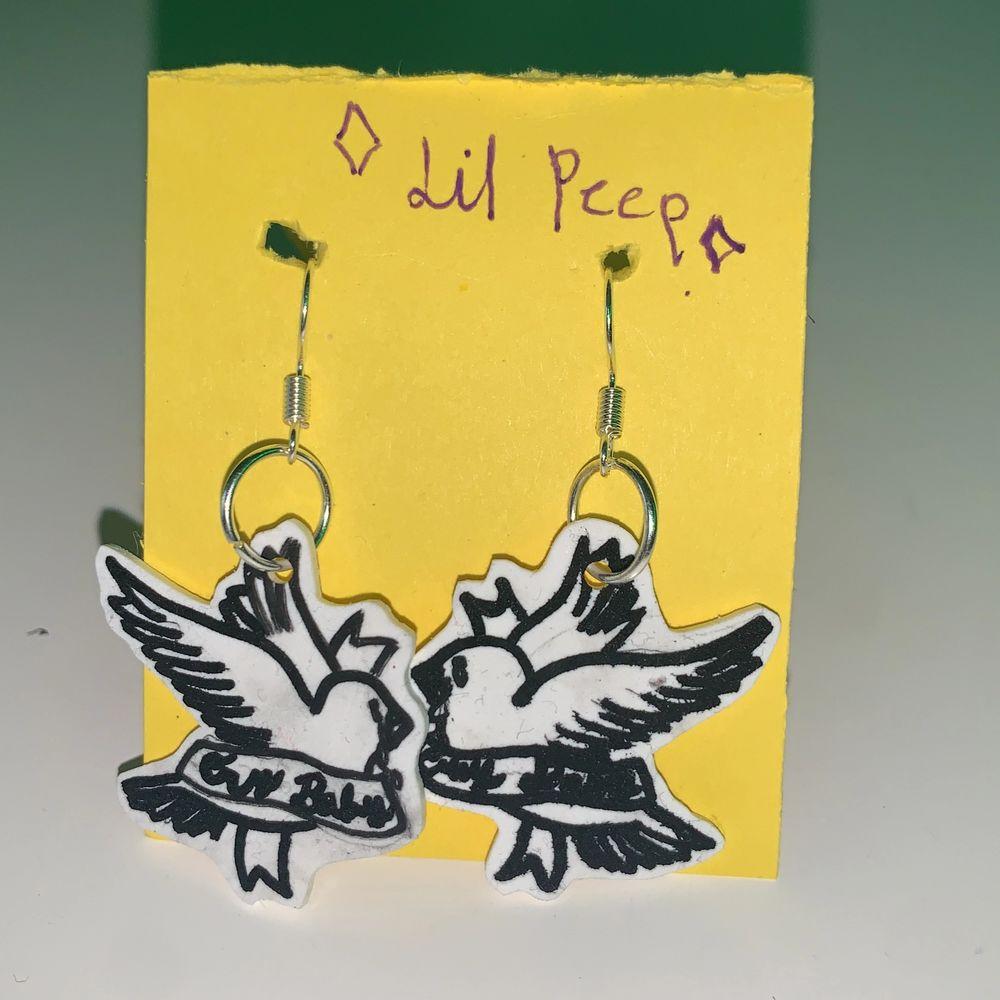örhängen till minne av lil peep, nickelfria. . Accessoarer.