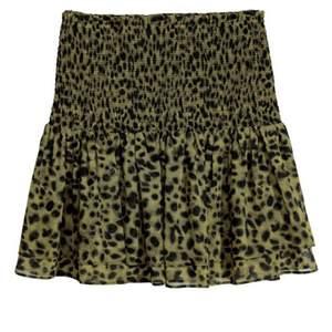 Såååå fin kjol från H&M som funkar perfekt till både sommar och vinter!!! Säljer pga för lite användning❣️