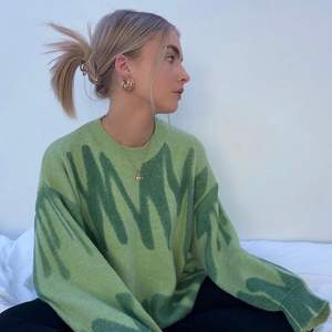 💚 LÄGGER UT IGEN PGA OSERIÖSA KÖPARE 💚 Världens finaste tröja som tyvärr inte är min stil ✨ Orginalpris 600kr och endast använd en gång! Många intresserade så buda gärna! (bilder från hemsidan) Köpare står för frakt!