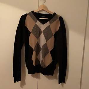 Fin stickad tröja i bra skick, sälj pga det inte riktigt är min stil