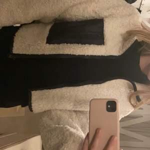 Super fin vår jacka från Gina tricot. Knappt använd skriv privat för intresse!