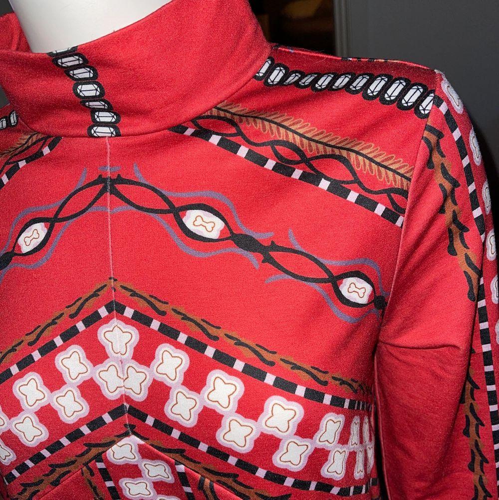 Helt ny klänning med lapparna kvar stl M-L. Klänningar.