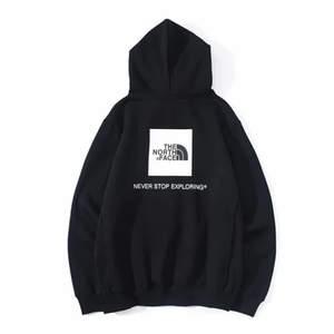 Intresseanons. Säljer ett par north face hoodie i färgen svart. Säljer då jag får ingen användning av den. Den är helt ny och har bara testats 1 gång.