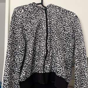 It's a zip up hoodie with the leopard print black and white I bought it from a Kappahl for 400kr it's really good quality I did not want it a lot just like 10 times I washed it twice and you can't find it in the store anymore because I bought it a year ago