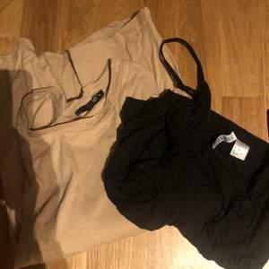 En beige T-shirt från lager 157, storlek s  Ett svart linne från hm, storlek s  10 kr styck, 15 kr