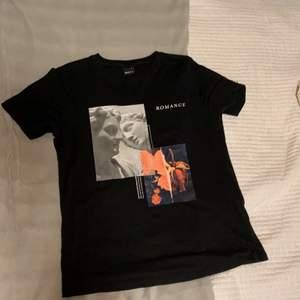 Supercool T-shirt med tryck. Köpt på Gina Tricot och endast använd ett fåtal gånger, men är inte riktigt min stil längre.