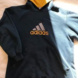 Vintage adidas hoodie köpt från beyond retro. Skriv privat för fler bilder. Frakt är ej inkluderat🤍