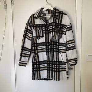 en rutig blazer, helt oanvänd har bara hängt i garderoben.