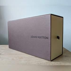 Äkta LV box förpackning. Den är använd, men i bra begagnat skick.