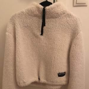 En jätte skön Teddy tröja från H&m, använd ett fåtal gånger nästan som ny, 110kr plus frakt💕