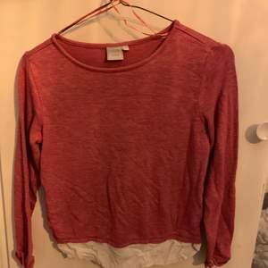 En tunn gosig tröja som passar till det mesta köparen står för leverans kostnader
