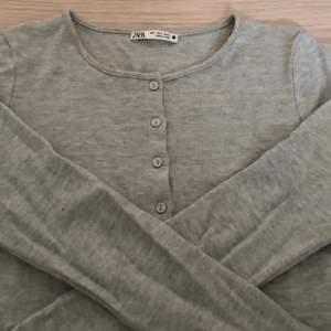 Superfin tröja ifrån zara i storlek S. Den är inte använd mycket så i mycket fint skick!!
