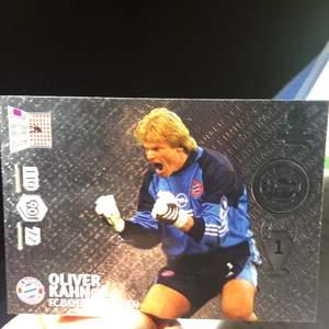 Ett väldigt sällsynt fotbollskort, säljs för 200 kr på internet
