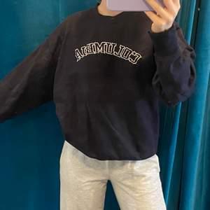marinblå vintage sweatshirt! storlek M, superfin! ✨