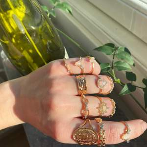 Först till kvarn! Guldfärgade ringar och örhängen, helt oanvända. 30kr/st, 4st för 95, 10st för 200 💕