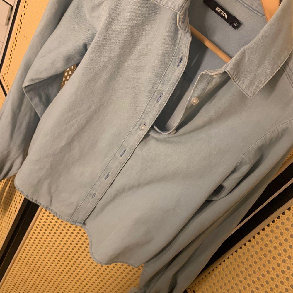 En fin skjorta, som nästan aldrig kommit till användning. Inköpspris ligger på runt 399kr. 💕. Skjortor.