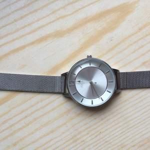 Silverfärgad Regal Klocka från Ur & Penn. Aldrig använd. Nypris 398 Kr. Mitt pris är 200 exklusive frakt💗