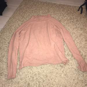 En jätte fin smutsrosa långärmad tröja i storlek xs. Köparen står för frakten!