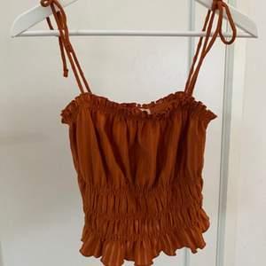 Ett orange linne från h&m i storleken S❤️