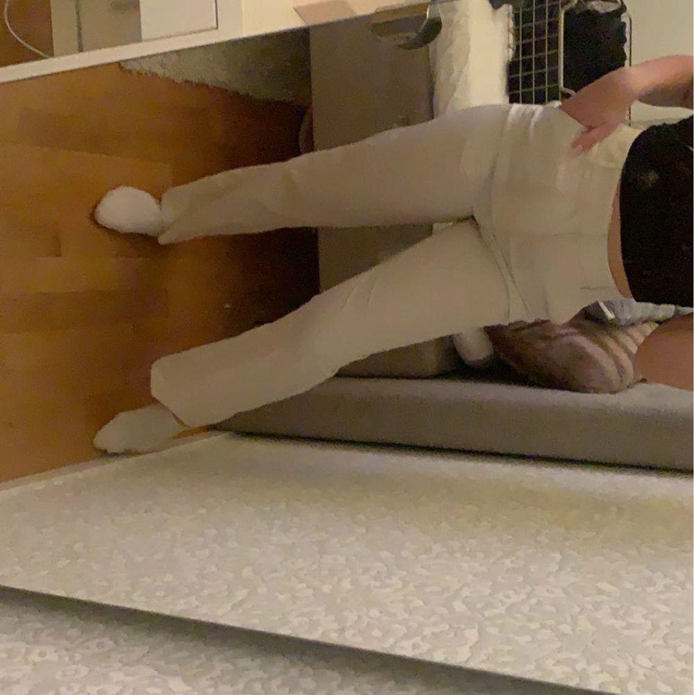 Säljer mina superfina kostymbyxor köpta från ginatricoot, aldrig använda då dom är lite för stora för mig i midjan! Köpta för 499kr. Jeans & Byxor.