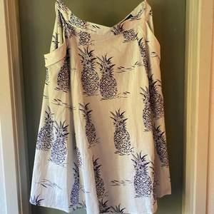 Helt ny, klockad kjol från engelska Collectif.
