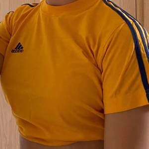 Adidas t-shirt 💛