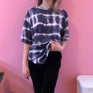 super najs oversized tshirt! tiedye också! kontakta vid intresse <3333