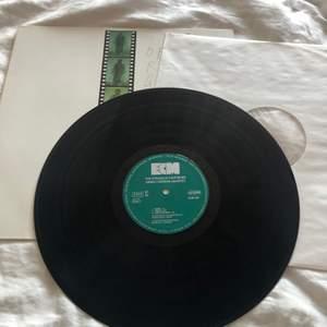 Vinylskiva av Dewey Redman Quartet, finns på Spotify också :) Asnygg till inredning eller även om man vill lyssna på då skivan är i nyskick! Säljer pga har föör många vinylskivor redan💛💛