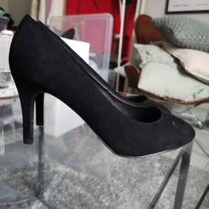 Oanvända skor från new look från London. Storlek 38. Finns i Götebirg.