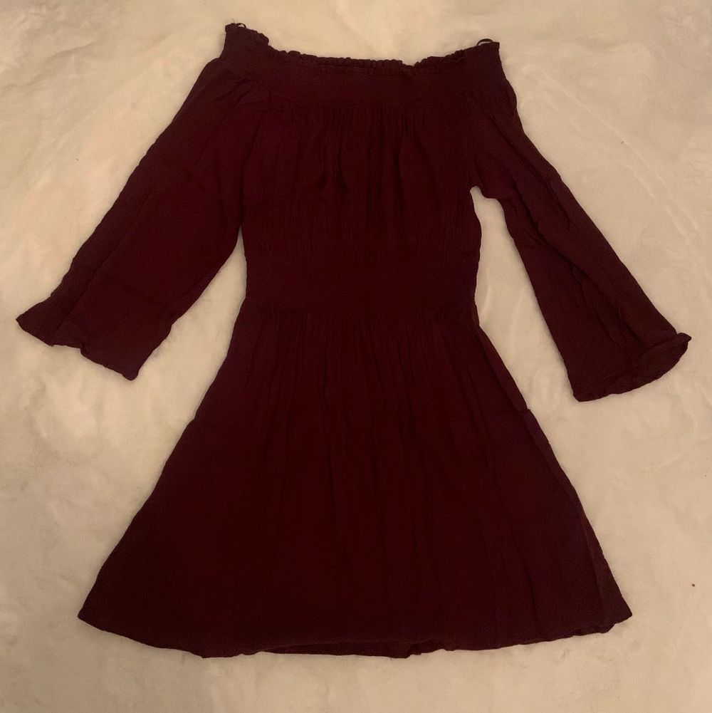 En off shoulder klänning från ginatricot som inte använts så mycket. Klänningar.
