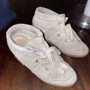 Säljer dessa fina, beiga Isabel Marant skor