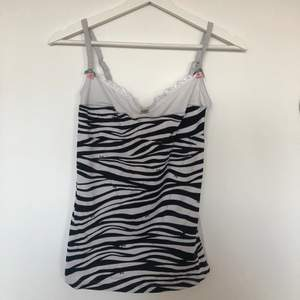 Stretchig Dolce & Gabbana linne i zebra med justerbara band!