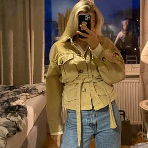Beige jeansjacka från zara stolek xs-m