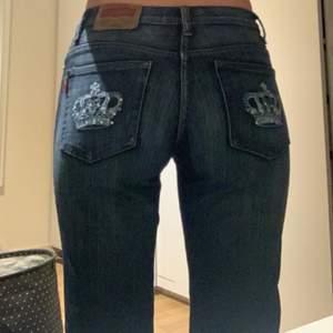 As balla jeans som jag aldrig har använt. Köpte på seccondhand men de har inte kommit till användning! Vid intresse eller frågor skriv gärna till mig!