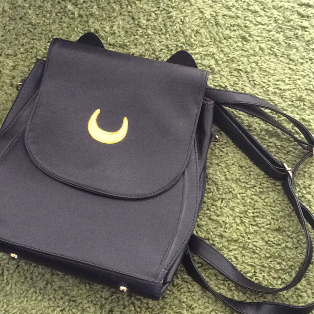 Ryggsäck med Sailor Moon tema. Aldrig använd och i mycket bra skick. Väskor.