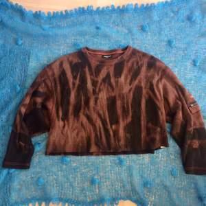 En ovanlig adidas acid wash sweatshirt, storlek M/L