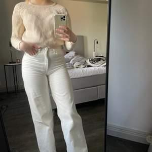 Cropped stickad tröja i storlek S, säljer för 49kr + frakt 🤎